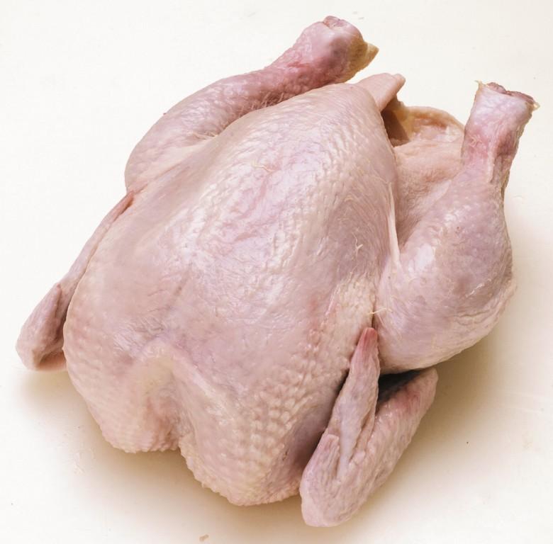 Целая тушка; части тушки: голень, бедра, крылья, грудка; филе курицы сколько стоит курица в магазинах.